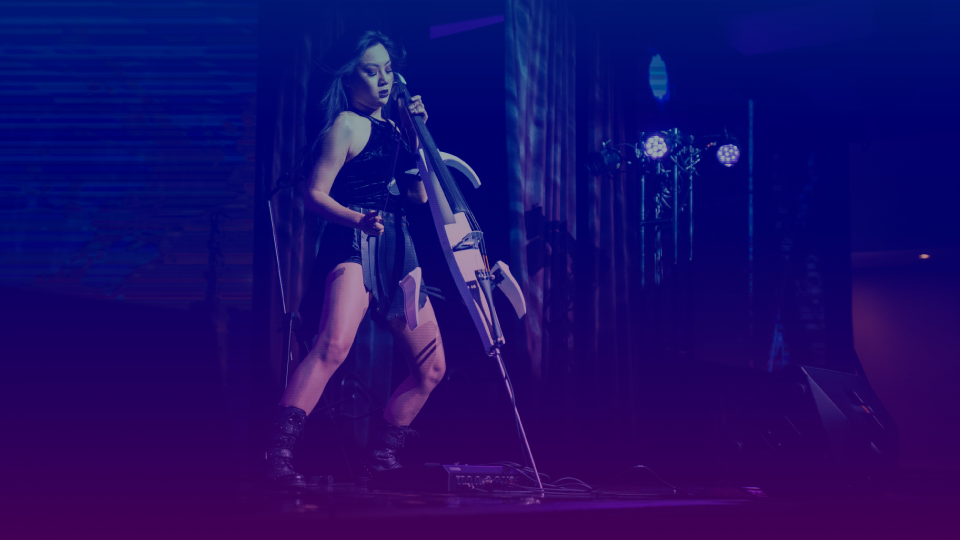 Tina Guo performing at the stage in FEEcon 2019
